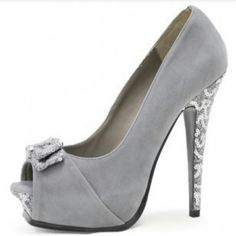 Now, these are forsure my favorite. I would wear these all day everyday! Soo very classy. And we all love Classy Bitches.!(;