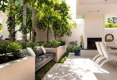 Creatief omgaan met een lege wand in je tuin ⋆ Marstyle Small Courtyard Gardens, Terrace Garden, Small Gardens, Terrasse Design, Patio Design, Wall Design, Contemporary Garden, Garden Modern, Garden Seating