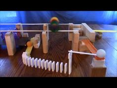 99 Amazing Chain Reaction Tricks Part 3 Classroom Projects, School Projects, Projects For Kids, Crafts For Boys, Diy For Kids, Rube Goldberg Projects, Wooden Marble Run, Rube Goldberg Machine, Project Steps