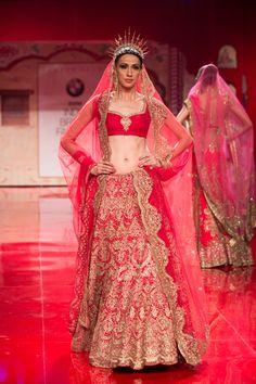 Indian wedding clothes by Suneet Varma Indian bridal wear. Indian Bridal Outfits, Indian Bridal Lehenga, Indian Bridal Fashion, Indian Bridal Wear, Bridal Fashion Week, Bridal Dresses, Bride Indian, Pakistani Bridal, Indian Weddings