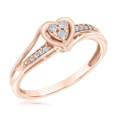 This rose gold diamond promise ring set is crafted in solid rose gold with a round cut natural diamond. There is nothing like a gorgeous unique diamond engagement rings to set her heart aflutter. This timeless and classic design will make your wedding Pear Shaped Engagement Rings, Rose Gold Engagement Ring, Diamond Wedding Rings, Vintage Engagement Rings, Rings Pandora, Black Diamond Necklace, Natural Emerald Rings, Ring Set, Gold Set