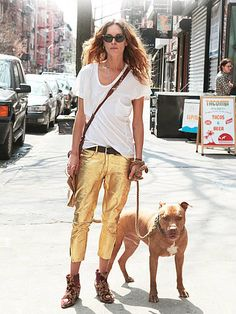 erin wasson + daring gold pants + slouchy t-shirt + nice little dog.