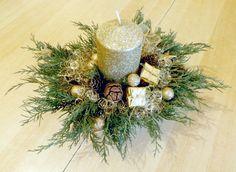 Vianočná ikebana Christmas Ideas, Christmas Wreaths, Christmas Decorations, Holiday Decor, Ikebana, Fall, Home Decor, Modern Floral Arrangements, Flower Arrangements
