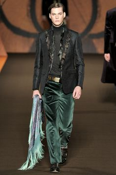 Etro Men's collection Fall-Winter - エトロ 秋冬 メンズコレクション luxury meets frivolity from the hills of tuscany to the mountains of madrid, that's what i read Fashion Gallery, Fashion Show, Mens Fashion, Fashion Design, Fashion Trends, Well Dressed Men, Edgy Outfits, Gentleman Style, Fall Trends