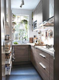 Cómo sobrevivir a una cocina estrecha #cocina #pequeña #hogarhabitissimo