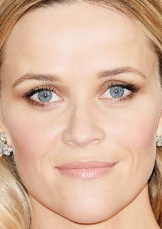 Close-up of Reese Witherspoon at the 2015 Oscars. http://beautyeditor.ca/2015/02/23/oscars-2015