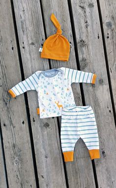 Mod Triangles and Stripes Newborn Coming Home Outfit, Leggings, Shirt, and Matching Knot Hat, Size Newborn, Can Request Larger Size by brambleandbough on Etsy