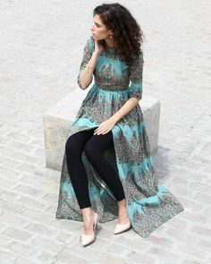 Gorgeous and green, this hand block printed cape comes with a boat neck and has been crafted in breathable cambric cotton. With the zipper on the side, it is sure to give you a great fit and can be your perfect pick for a lavish Sunday brunch. Pakistani Dresses, Indian Dresses, Indian Outfits, Indian Designer Outfits, Designer Dresses, Hijab Style, Desi Clothes, Kurta Designs, Mode Hijab