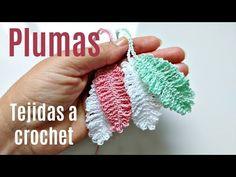 CÓMO TEJER PLUMAS A CROCHET FÁCILES - YouTube Crochet Leaf Patterns, Crochet Leaves, Crochet Motif, Crochet Designs, Crochet Doilies, Crochet Flowers, Crochet Necklace Pattern, Crochet Bookmark Pattern, Crochet Bookmarks