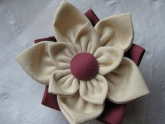 Living, Crafting and Quilting: Fabric Flower Tutorials