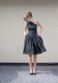 Me encanta, me sentiría como una princesa... -   Black Cotton Asymmetric Dress  Made to Order by makemeadress, £180.00