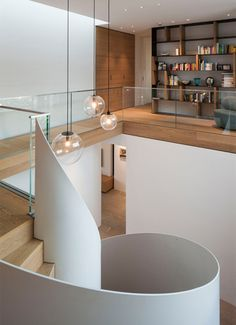 Location: Esslingen, Germany Area: 450 Year: 2017 Architects: Fuchs Wacker Architekten Team: Stephan Fuchs, Michael Gehrmann Photographs: Johannes Vogt, Patricia Parinejad All images courtesy of… Modern Stairs, European Home Decor, House Stairs, Architect House, Staircase Design, Interior Exterior, Room Interior, Cool Rooms, House Colors
