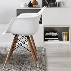 Scandinavian home with white interior and Eames chairs Scandinavian Interior Design, Scandinavian Home, Interior Modern, Dining Arm Chair, Dining Room Chairs, Eames Chairs, Eames Dining, Lounge Chairs, Home Living Room