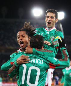 Rafael Marquez y Giovani Dos Santos!!! ....and quatemo blanco ew!