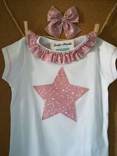 T-shirts and Ties For a very long time that I didn't publish an entry of those that I . Little Girl Dresses, Girls Dresses, Diy Clothes Tops, Baby Sewing Projects, Cotton Tunics, Baby Kind, Christmas Shirts, Refashion, Baby Knitting