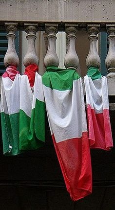 The great Italian colors! Italian Colors, Italian Life, Living In Italy, Italian Jewelry, Flags Of The World, Travel Memories, My Heritage, Sardinia, Art Music