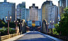 o bim.bon tem uma vista maravilhosa, e decidimos compartilhá-la com você.  saiba mais sobre o Viaduto Santa Tereza, uma das principais obras arquitetônicas de Belo Horizonte: https://www.bimbon.com.br/f5/viaduto-santa-tereza-conheca-um-dos-simbolos-de-bh?utm_content=buffer07611&utm_medium=social&utm_source=pinterest.com&utm_campaign=buffer