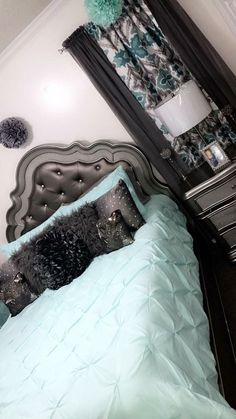 Try to find your interest in remodeling your master bedroom? When you done it right, your master bedroom can be a wonderful place to spent some time. Dream Rooms, Dream Bedroom, Home Bedroom, Bedroom Wall, Bedroom Decor, First Apartment Decorating, Bedroom Themes, Bedroom Ideas, Bedrooms
