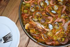 Fideuá de marisco fácil - Antojo en tu cocina Paella, 3, Ethnic Recipes, Food, Pork, Vegetables, Entrees, Clams, Eating Well