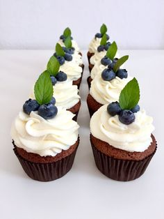 ČOKOLÁDOVÉ CUPCAKES SE SMETANOVÝM KRÉMEM | Golden Dot Cheesecake, Cupcakes, Food, Meal, Cheesecakes, Cupcake, Essen, Hoods, Cupcake Cakes