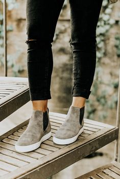 Thousands of designes, shades of color and patterns make slip-on sneakers fun and exciting to wear on your preferred calm wardrobe. Slip On Sneakers Outfits Crazy Shoes, Me Too Shoes, Daily Shoes, Vetements Shoes, Mode Shoes, Shoe Closet, Mode Style, High Top Sneakers, Summer Sneakers