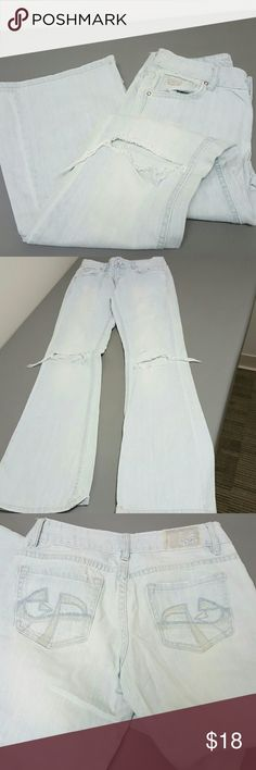 Chip & pepper laguna beach flare distressed jeans We just stressed light blue jean by chip and pepper the Laguna Beach flare leg great condition size 1 de stressing by top pockets on knees small mark by bottom him I'm sure will wash out or you could use a bleach pen to remove it great quality pants chip & pepper Jeans Flare & Wide Leg
