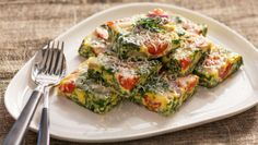 Spinach and tomato frittatta, Norwegian recipe Vegetarian Dinners, Vegetarian Recipes, Tapas, Frittata, Norwegian Food, Frisk, Cooking Classes, Salmon Burgers, Healthy Lifestyle