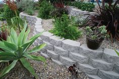 Legacy Stone® - Tri-plane landscape retaining walls from Keystone Retaining Wall Systems, excellence in the segmental retaining wall industry. Keystone Retaining Wall, Concrete Block Retaining Wall, Retaining Walls, Concrete Blocks, Landscaping Around Pool, Front Yard Landscaping, Landscaping Ideas, Lawn And Garden, Garden Paths