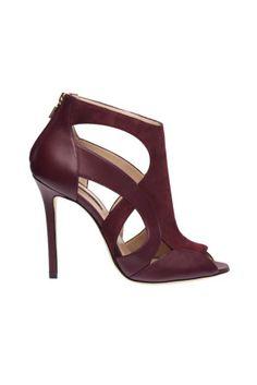 Elie Saab Shoes Fall/Winter 2014/2015 Collection! We love this beautiful leather shoe! Get the best deals on the hottest women shoes at Simba Deals! Check us out: bit.ly/WccEh9