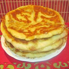 Placinta cu varza, cartofi sau branza Pastry And Bakery, Pastry Cake, Bread Recipes, Cooking Recipes, Healthy Recipes, Romanian Food, Romanian Recipes, Cake Cookies, Food And Drink