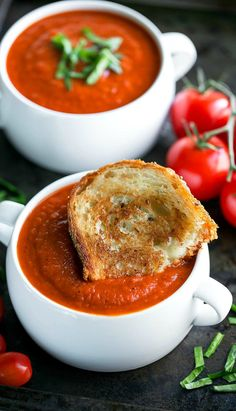 easy comfort food Instant Pot Tomato Soup is an easy peasy twist on a comfort food classic! The IP locks in flavor and gives this vegetarian soup a slow-simmered taste in a fraction o Instant Pot, Ketchup, Tomato Soup Recipes, Lentil Recipes, Chili Recipes, Turkey Recipes, Sauce Recipes, Vegetarian Soup, Vegan Soup