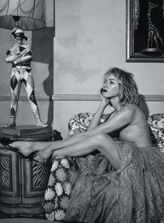 artfulfashion:Naomi Watts photograp... http://soiepure.tumblr.com/post/168323043004/artfulfashion-naomi-watts-photographed-by-emma by http://apple.co/2dnTlwE