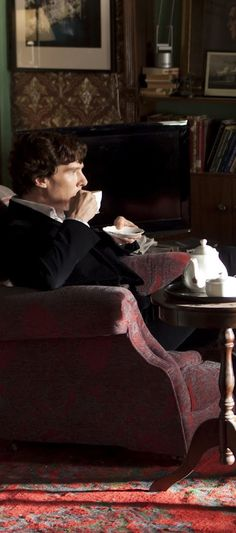 If ever I happen to run across Benedict Cumberbatch with full on Sherlock hair, I am not responsible for the fact that I WILL tackle him and rumple his hair to my heart's content. It will be WORTH THE JAIL TIME.