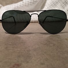 Ray-Ban Black Large Metal Aviators RB3025 Brand new, just bought at Sunglasses Hut. Hate the way they look on my face, so want to sell. 100% authentic. Will sell for $89 on 🅿️🅿️!!! Ray-Ban Accessories