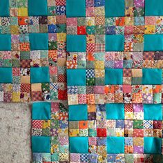 klein meisje quilts: love this aqua Scrappy Quilt Patterns, Scrappy Quilts, Easy Quilts, Strip Quilts, Patch Quilt, Quilt Blocks, Quilting Projects, Quilting Designs, Crumb Quilt