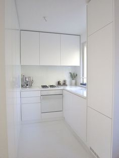 Small kitchen ideas and designs for your small house or apartment, stylish and efficient - Modern kitchen ideas with island and storage organization
