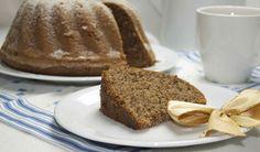 Prezidentská bábovka ;  250 g cukru krystal, 200 g másla, 50 g strouhané čokolády, 6 vajec, 300 g polohrubé mouky, 1 prášek do pečiva, 1 vanilkový cukr, 100 g strouhaných vlašských oříšků, 250 ml smetany na šlehání, tuk a mouka na vymazání formy. Bunt Cakes, Czech Recipes, Banana Bread, French Toast, Goodies, Homemade, Cooking, Breakfast, Food