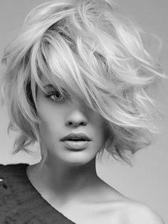 vog_coiffure_medium_haircut Creative Medium Haircuts for Spring Trendy Haircut, Haircuts For Wavy Hair, Short Wavy Hair, Fringe Hairstyles, Choppy Hairstyles, Bob Hairstyle, Haircut Short, Bob Haircuts, Natural Hairstyles