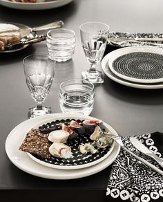 Räsymatto Oiva Teller von Marimekko online kaufen Marimekko, Teller, Dinner Table, Table Settings, Dining Room, Kitchen, Accessories, Tablewares, Deco