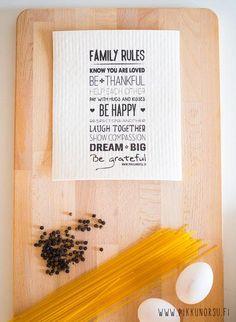 Tässä sieniliinassa on jokaiseen kotiin sopivat perheen säännöt englanniksi. Erinomainen lahjaidea!