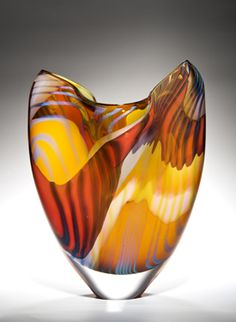 Peter Layton es uno de los artistas del mundo de vidrio más ampliamente respetados y que ha hecho más para promover la fabricación de vidrio como una forma de arte que nadie en Europa.