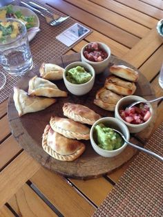 Want to go where Costa Ricans eat? If you're in the Guanacaste region, head to Liberia and check out these amazing places for authentic regional cuisine. Monteverde, Puntarenas, Montezuma, Tamarindo, Peninsula Papagayo, Cost Rica, Costa Rican Food, Puerto Rico, Costa Rica Travel
