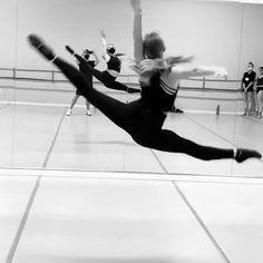 Ballet Dance Videos, Dance Tips, Dance Choreography Videos, Dance Poses, Contemporary Dance Videos, Modern Dance, Dancer Workout, Gymnastics Workout, Dance Technique
