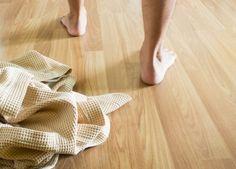 Consejos para cuidar tus pies - Salud en Verano  Photo by hyena reality - Stock photo - Image ID: 100138933
