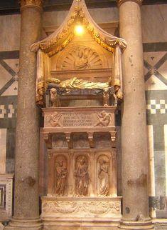 Baptistery of San Giovanni - Florence. Донателло и Микелоццо - Могила Antipope Иоанна XXIII.  1425 - 1430