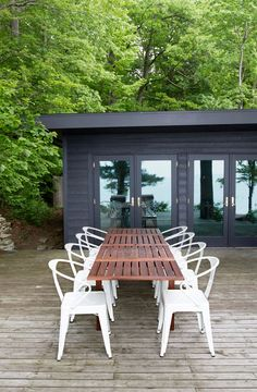 Looking for exterior home inspiration? Check out these 15 Modern Rustic Homes with Black Exteriors! Outdoor Rooms, Outdoor Dining, Outdoor Furniture Sets, Outdoor Decor, Ikea Patio Furniture, Ikea Outdoor Table, Patio Dining, Outdoor Lounge, Outdoor Chairs