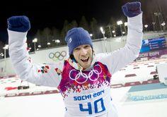 RADOST. Český biatlonista Jaroslav Soukup vybojoval v závodu na 10 kilometrů bronzovou olympijskou medaili. (8. února 2014)