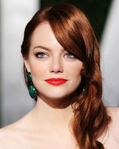 Simple Old Hollywood look with less curl... yes Emma work that !