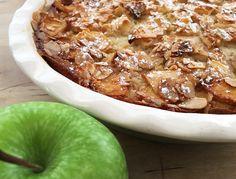 Aunque la receta original la denominacomo tarta, para mi el resultado es algo intermedio entre tarta y pudding de manzana, ligera, suave, deliciosa y sin gluten, apta para celiacos.