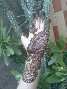 Henna helps to get different sort of mehndi designs on different parts of body, these designs are temporary tattoos to assort the body. Arabic Bridal Mehndi Designs, Mehndi Art Designs, Latest Mehndi Designs, Henna Tattoo Designs, Mehndi Designs For Hands, Bridal Henna, Heena Design, Wedding Mehndi, Indian Bridal